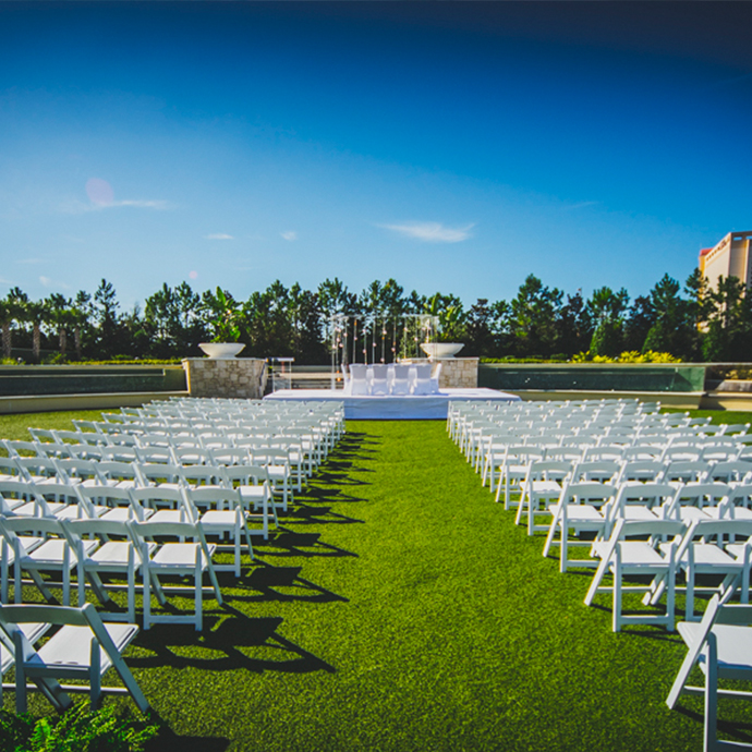 Weddings on Fountain Plaza make for a picture perfect backdrop to your special day